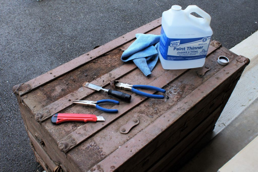 Simple tools for the antique trunk refinish