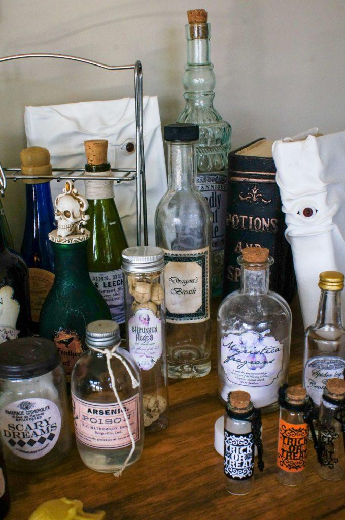 DIY Halloween decorations: Apothecary jars